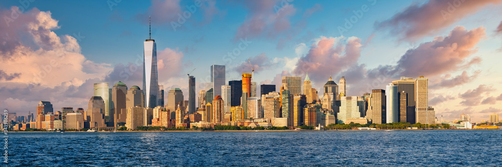 Fototapeta High resolution panoramic view of lower Manhattan in New York City taken from the NY harbor
