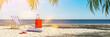 Tropischer Karibik Strand am Meer im Sommer Urlaub