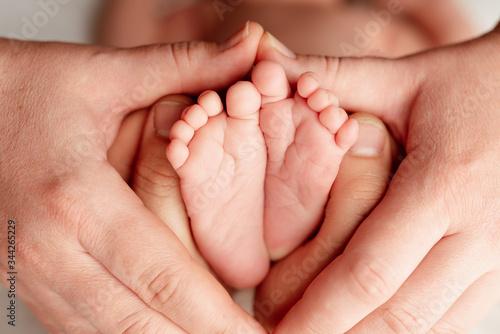 Fototapeta noworodek rączki nóżki obraz