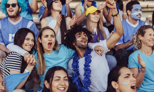 Fotografía Argentinian spectators in stadium cheering their team