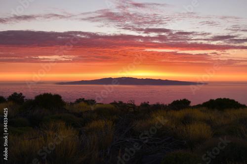 Fototapeta Wschód Słońca nad wyspą Gran Canaria, widziany z Teneryfy obraz