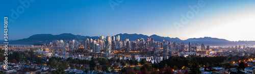 Fotografija Vancouver Skyline with North Shore Mountains