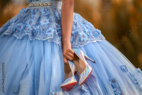 Fotografía Vestido de quinceañera con unos zapatos