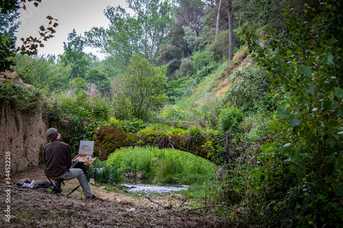 Photo Painter painting a landscape in nature.