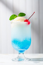 Homemade Blue Ice Cream Soda Float - 青いクリームソーダ