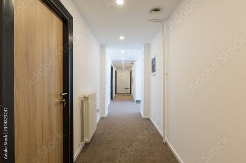 Fotografia Interior of a hotel doorway corridor