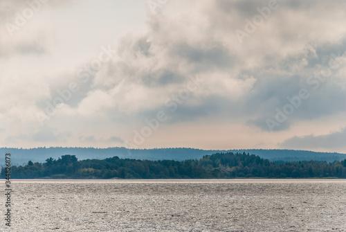 Fotografija Gray clouds over Lake Ladoga