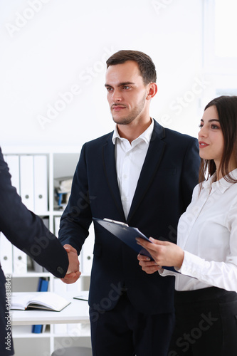 Photo A helper of an Arab businessman organized a meeting with an investor for him, th