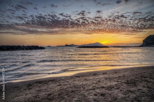 Photo Beautiful shot of the beach of Capo Misento at sunset, Bacoli, Campania, Italy a