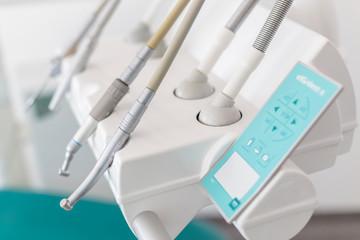 Gabinet stomatologiczny, narzędzia dentystyczne i medyczne.