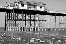 Penarth Pier , Vale Of Glamorg...