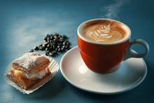 Cafe Y Un Pequeño Pastel. Tam...