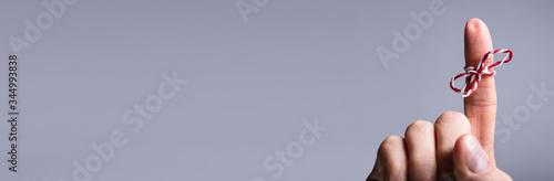 Obraz String On Person's Finger - fototapety do salonu