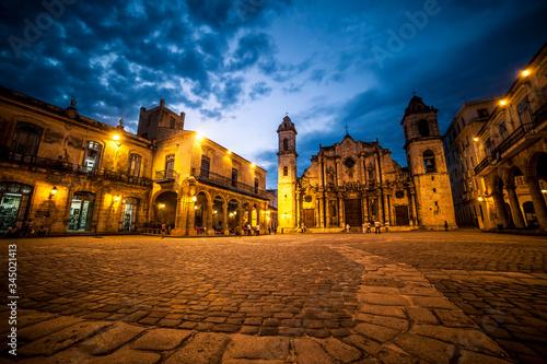 plaza de la catedral habana vieja cuba