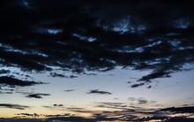 Ciemne Chmury Przy Zachodzie S...