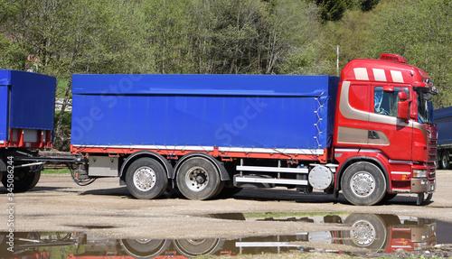 Photo camion trasporti lavoro crisi autostrada
