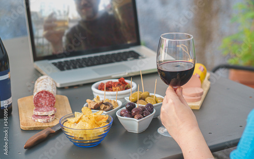 Adult couples clinking online with beer and wine having a quarantine happy hour toast via internet video call Fototapete