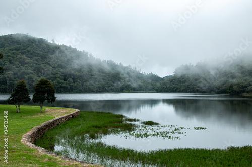 Fotografie, Obraz Lago em Campos do Jordão com serragem, neblina