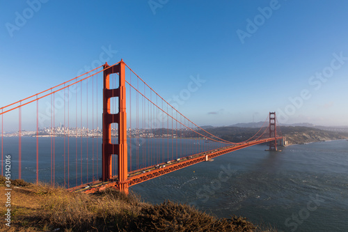 фотография Clear and sunny view of the Golden Gate Bridge from Vista Point