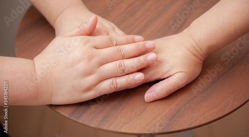 Photo タッチケア 手で手を包み込む 福祉 介護