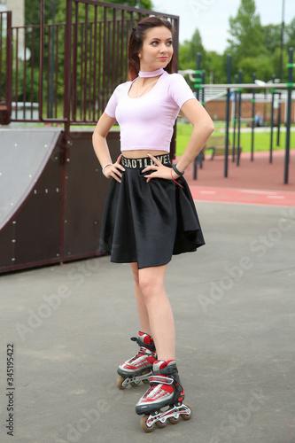 beautiful lady posing in roller skates near the ramp Fotobehang