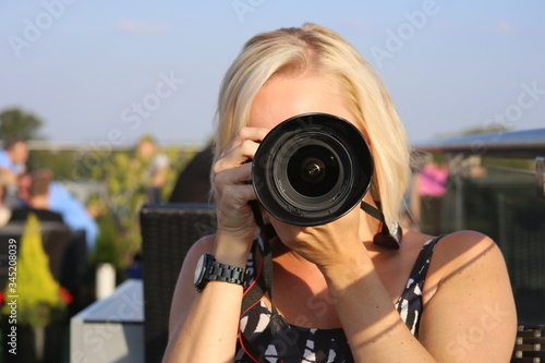 Photo blonde female anon photographer dslr lens sunshine taking photo