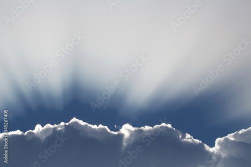 Obraz rozświetlona chmura - fototapety do salonu