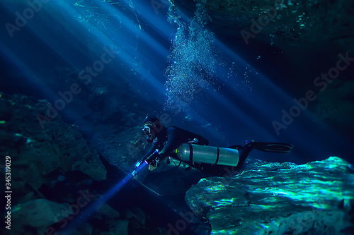 diving in the cenotes, mexico, dangerous caves diving on the yucatan, dark caver Fototapet