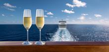 Luxury Cruise Travel With Glas...