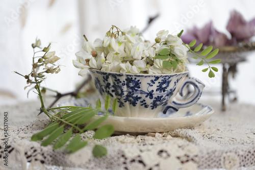 Festa della mamma,tazzina di fiori  sopra il tavolo Canvas-taulu
