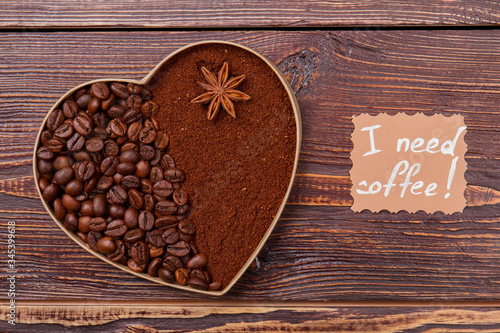 Fototapeta Whole and instant coffee arragedn in a shape of heart