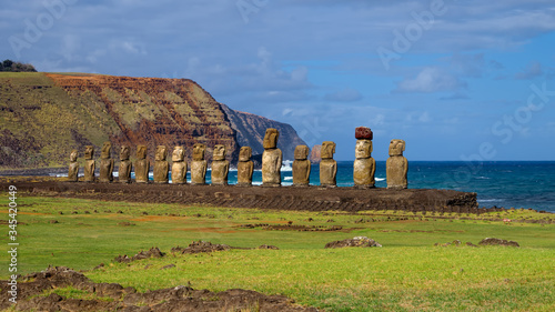 Photo Moais on Ahu Tongariki, Easter Island, Chile