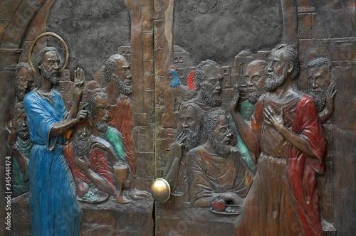 Fotografia, Obraz Bronze Doors depicting Christ's foretelling Peter's denial at the Church of Sain