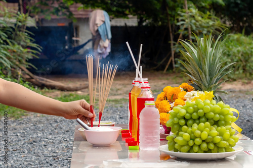 Photo Incense sticks to worship the gods, including dining tables to worship the gods or spirits of ancestors, Asian superstitions