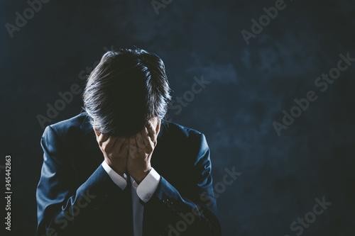 Photo 悲しむビジネスマン