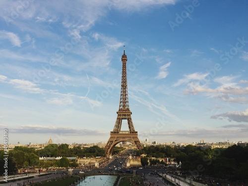 Fényképezés Low Angle View Of Eiffel Tower Against Cloudy Sky