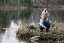 Little Girl Catches And Feeds ...