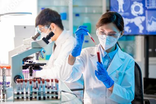 Stampa su Tela medical worker take test tube
