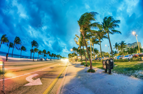 Photo Beach Boulevard at night, Fort Lauderdale - Florida, USA