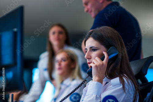 Photo Security guards working in surveillance room