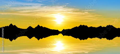 Photo amanecer sobre las montañas reflejadas en el lago