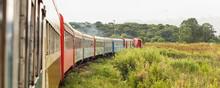 Pessoas Viajando Em Um Trem Co...