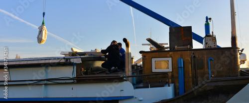 Valokuva Panoramique de mariniers sur une péniche marchande, France