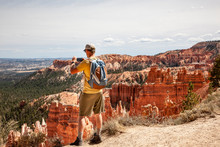 Mann Fotografiert Bryce Canyon...