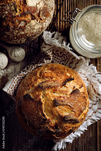 Plakat Rustykalny  traditional-sourdough-bread-on-a-rustic-wooden-background-top-view