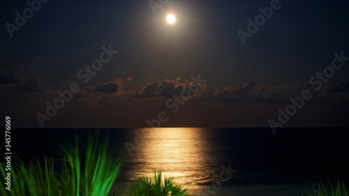 Photo Scenic View Of Sea With Moonlight Reflection At Myrtle Beach