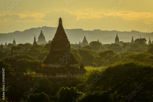 Платно Sunset over the temples of Bagan, Myanmar.