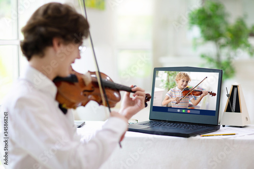 Cuadros en Lienzo Violin lesson online. Music remote tuition.