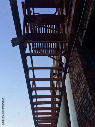Photo Low Angle View Of Fire Escape Against Clear Sky
