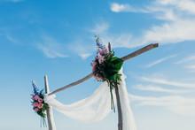 Arco De Boda. Decoración De Ceremonias. Decoración Floral Y Tul.